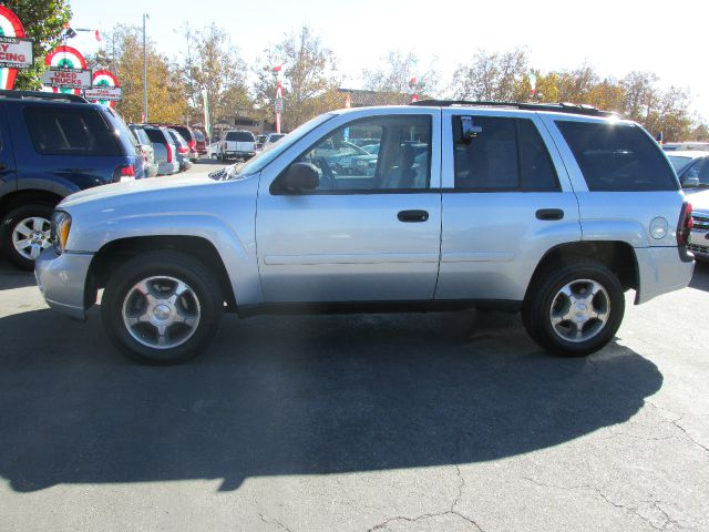 2007 CHEVROLET TRAILBLAZER LS2 2WD silver we would like to offer you 500 cash towards this