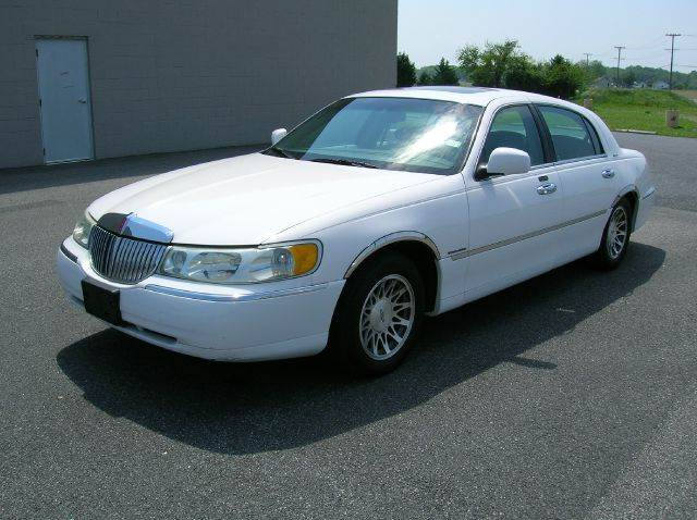 2001 Lincoln Town Car for sale in Seaford DE