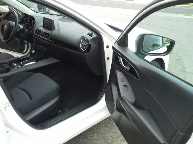 2015 Mazda MAZDA3 i Sport 4dr Sedan 6A - West Bend WI