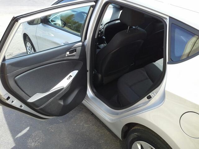 2016 Hyundai Accent SE 4dr Hatchback 6A - West Bend WI