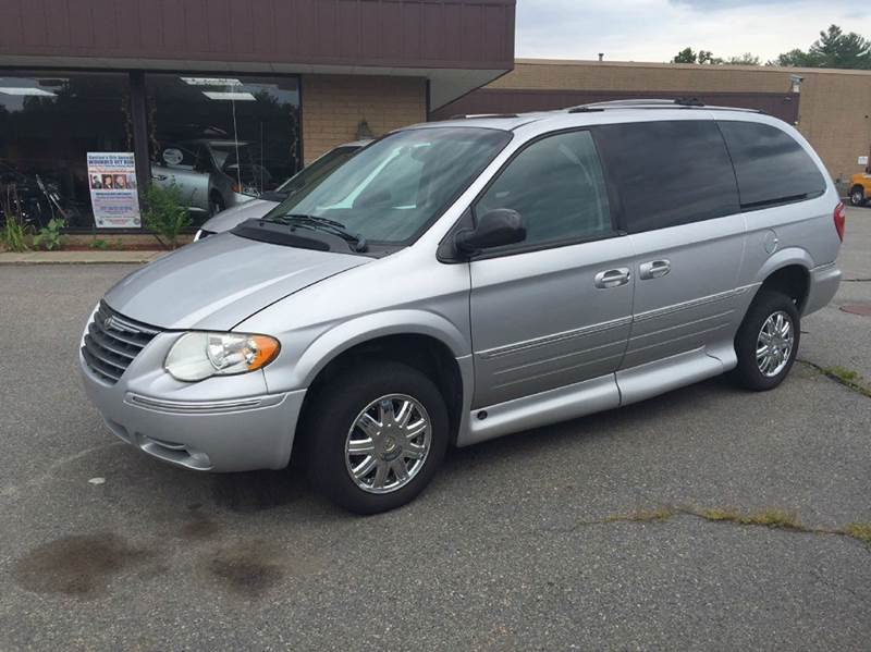 2005 chrysler town and country limited in bridgewater ma. Black Bedroom Furniture Sets. Home Design Ideas