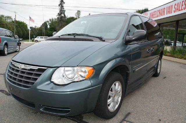 2006 chrysler town and country touring in bridgewater ma automotive innovations. Black Bedroom Furniture Sets. Home Design Ideas