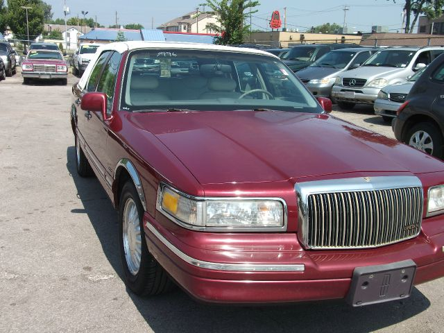 1994 lincoln town cars for sale used on oodle marketplace. Black Bedroom Furniture Sets. Home Design Ideas