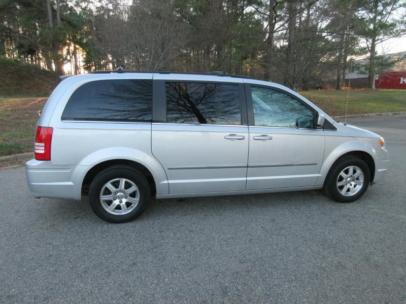2009 Chrysler Town and Country Touring Mini-Van 4dr - Garner NC