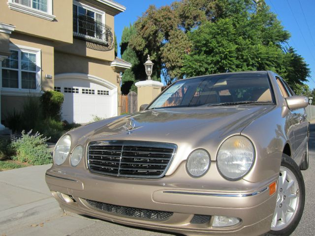 2000 MERCEDES-BENZ E-CLASS E320 gold very low miles at 86k miles and a 1-owner clean title clean