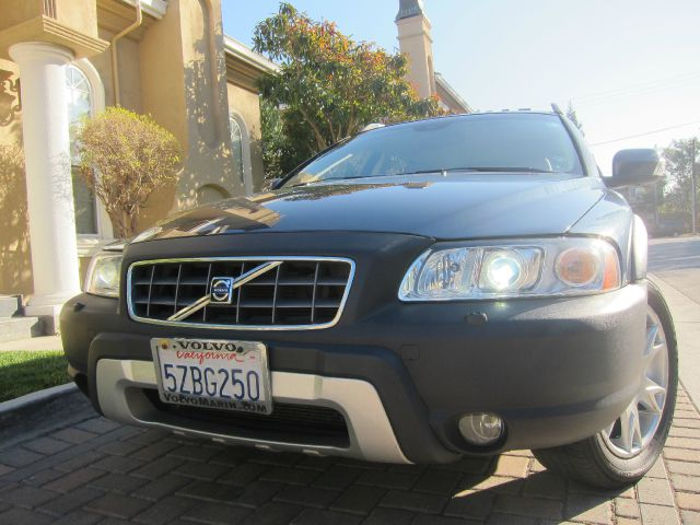 2007 VOLVO XC70 CROSS COUNTRY blue clean title clean carfax previously owned by 2 marin county o