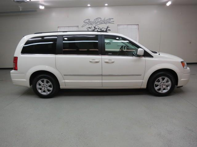 2010 Chrysler Town & Country - Sioux Falls, SD