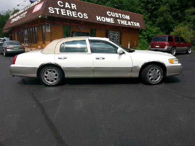 2000 Lincoln Town Car for sale in Connellsville PA