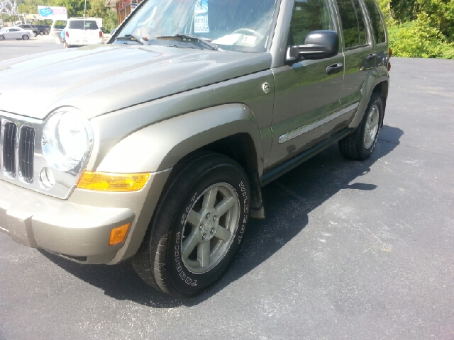 2005 Jeep Liberty Limited 4WD 4dr SUV w/ 28F - Connellsville PA