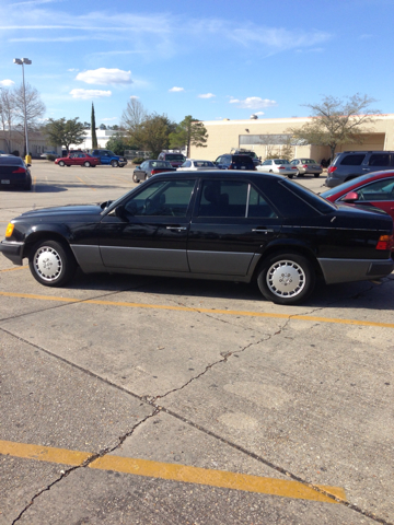 1991 Mercedes-Benz 300-Class E sedan - Mandeville LA