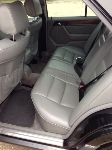 1991 Mercedes-Benz 300-Class E sedan - Mandeville LA