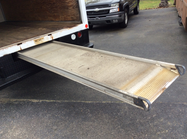2006 Ford E-350 Sd 15Ft Box Truck  15Ft Box Truck Roll-Up Rear Door - Colonial Heights VA