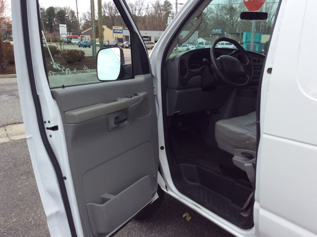 2007 Ford E-250 Super Duty Cargo Van 3-Dr Cargo Van Ladder Rack - Colonial Heights VA