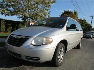 2006 Chrysler Town and Country for sale in Patchogue, NY