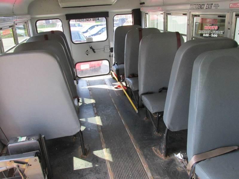 2004 GMC Savana Passenger  - Maquoketa IA