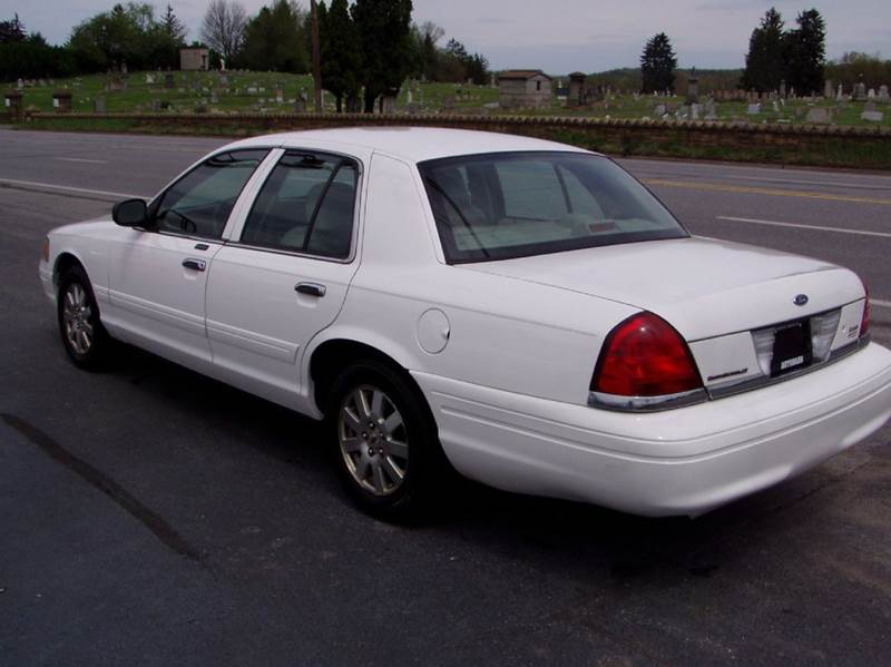 2006 Ford Crown Victoria LX 4dr Sedan - Johnstown PA