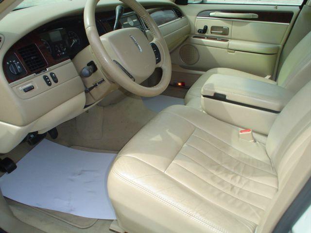 2006 Lincoln Town Car Signature 4dr Sedan - Sikeston MO