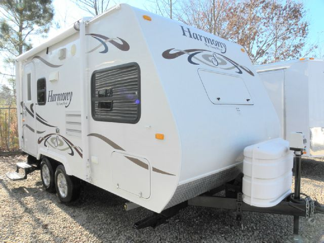 2009 Harmony by Sunnybrook 18' Slide-Out Camper
