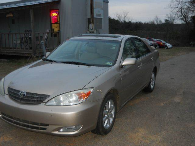 2004 toyota camry xle v6 4dr sedan in gilmer tx c c auto. Black Bedroom Furniture Sets. Home Design Ideas