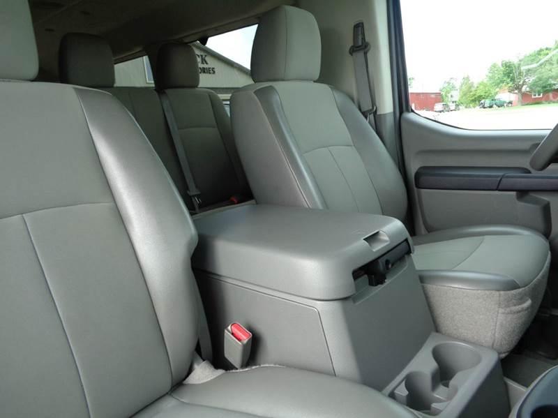 2016 Nissan NV Passenger 3500 HD SV 3dr Passenger Van (V8) - Edina MO