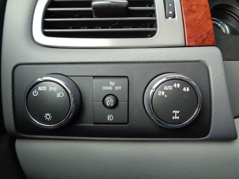 2013 Chevrolet Tahoe 4x4 LTZ 4dr SUV - Edina MO