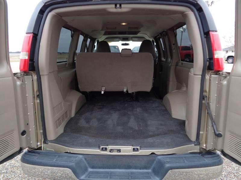 2010 Chevrolet Express Passenger AWD LT 1500 3dr Passenger Van - Edina MO