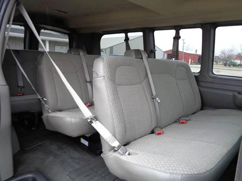 2017 Chevrolet Express Passenger LT 2500 3dr Passenger Van - Edina MO