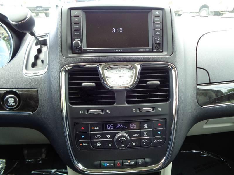 2014 Chrysler Town and Country Touring-L 4dr Mini-Van - Edina MO