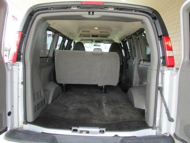 2010 Chevrolet Express Passenger LT 1500 AWD 3dr Passenger Van - Versailles MO