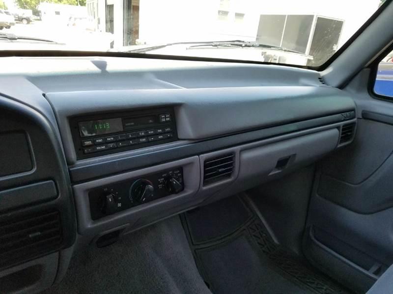 1996 Ford F-150 2dr XLT 4WD Standard Cab LB - Saint Marys KS