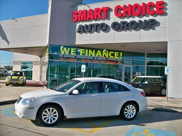 2010 CHRYSLER SEBRING SEDAN LIMITED stone white options abs brakesair conditioningalloy wheelsam