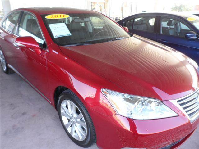 2011 LEXUS ES 350 BASE 4DR SEDAN red april showers bring may flowers right now with 350 down wi
