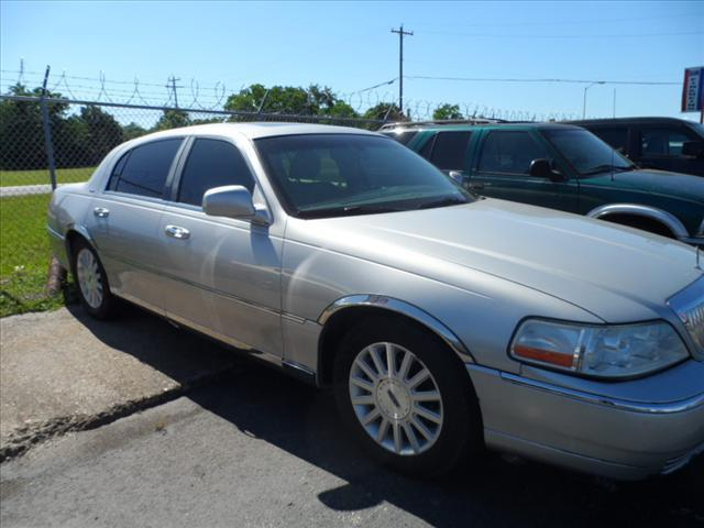 2004 LINCOLN TOWN CAR ULTIMATE 4DR SEDAN silver abs brakesadjustable foot pedalsair conditionin