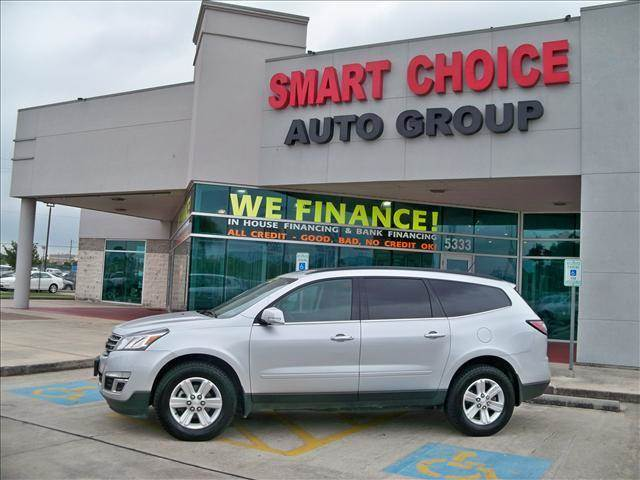 2014 CHEVROLET TRAVERSE LT AWD 4DR SUV W2LT silver body side moldings - body-color door handle