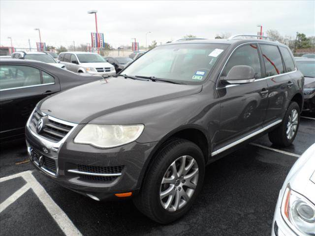 2008 VOLKSWAGEN TOUAREG 2 VR6 FSI AWD SUV gray right now with 95 down with payments starting fro