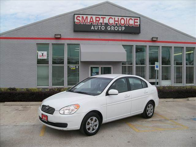 2010 HYUNDAI ACCENT white air conditioningamfm radiocd playerchild safety door locksdriver a