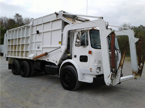 1991 Volvo White garbage truck