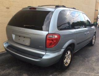 2004 Dodge Caravan SXT 4dr Mini-Van - Appleton WI