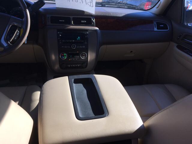 2009 GMC Yukon XL 4x4 SLT 1500 4dr SUV w/ 4SB - Ainsworth NE