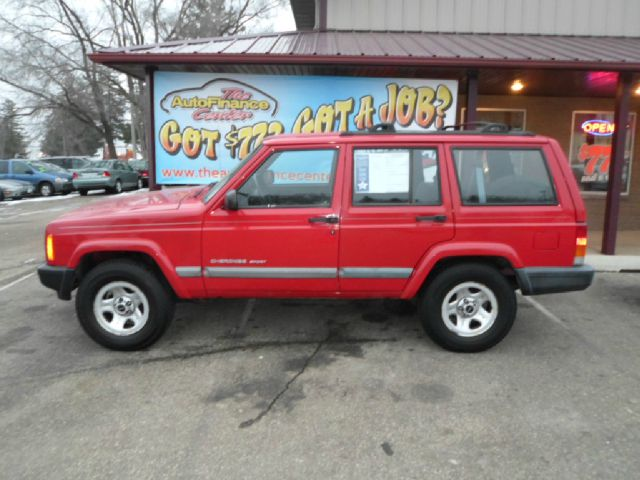 used 2001 jeep cherokee sport in rochester mn at the autofinance center. Black Bedroom Furniture Sets. Home Design Ideas