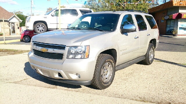 2008 CHEVROLET TAHOE LT 4X4 4DR SUV sand runs drives great   very clean 3rd row seating dvd