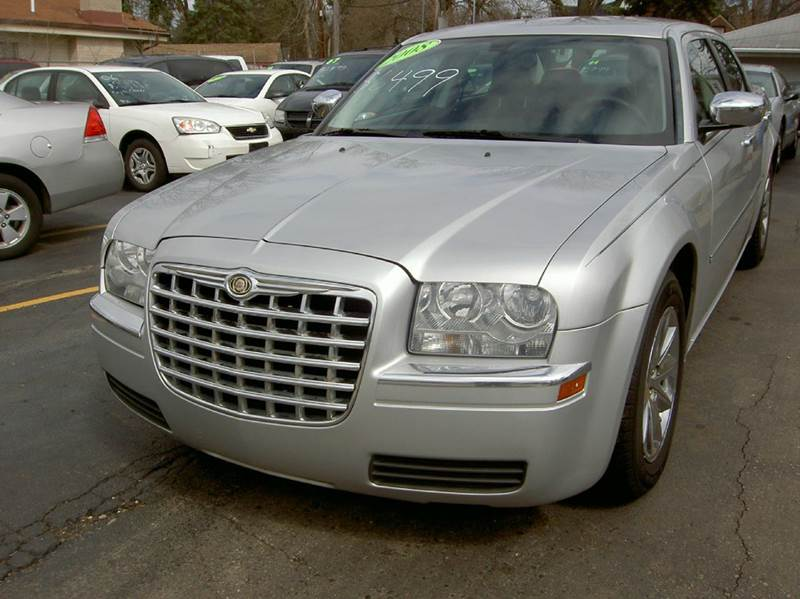 2008 CHRYSLER 300 LX 4DR SEDAN silver runs and drives great clean inside out has clean title