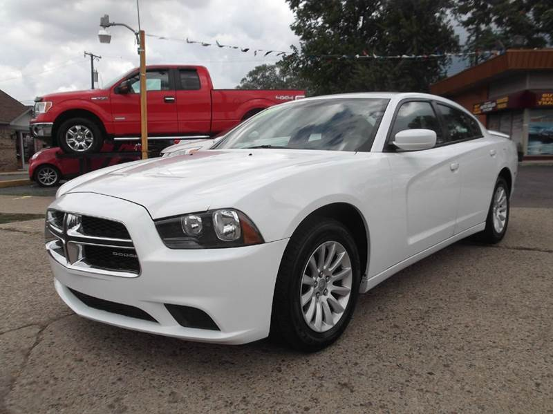 2012 DODGE CHARGER SE 4DR SEDAN white runs drives and looks great  clean in and out all po