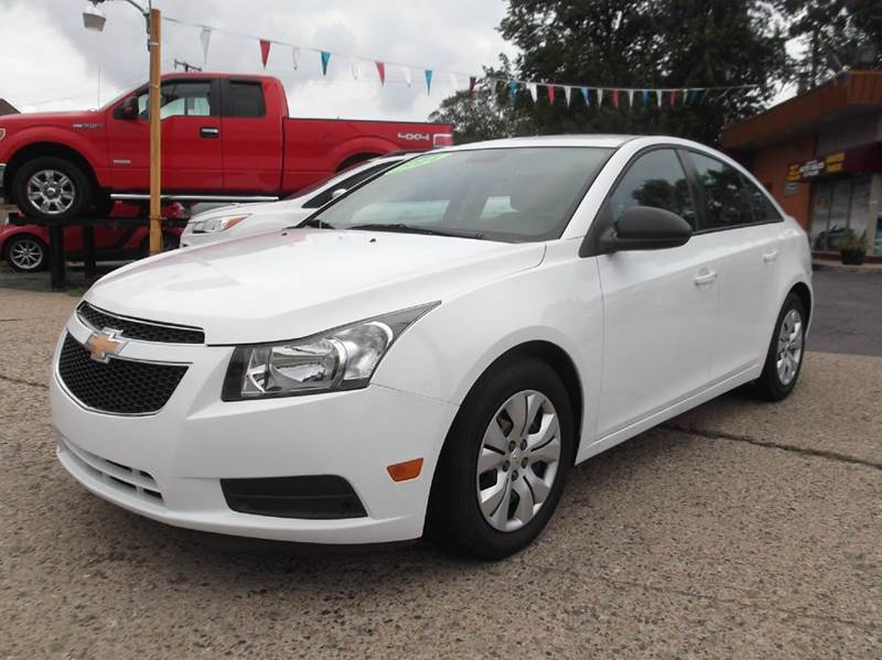 2014 CHEVROLET CRUZE LS AUTO 4DR SEDAN W1SB white runs drives and looks great  clean in and o