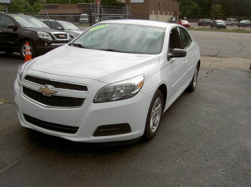 2013 CHEVROLET MALIBU LS 4DR SEDAN white very clean inside and outside low miles drives great q