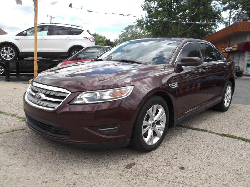 2010 FORD TAURUS SEL 4DR SEDAN maroon runs drives and looks great  clean in and out all powe