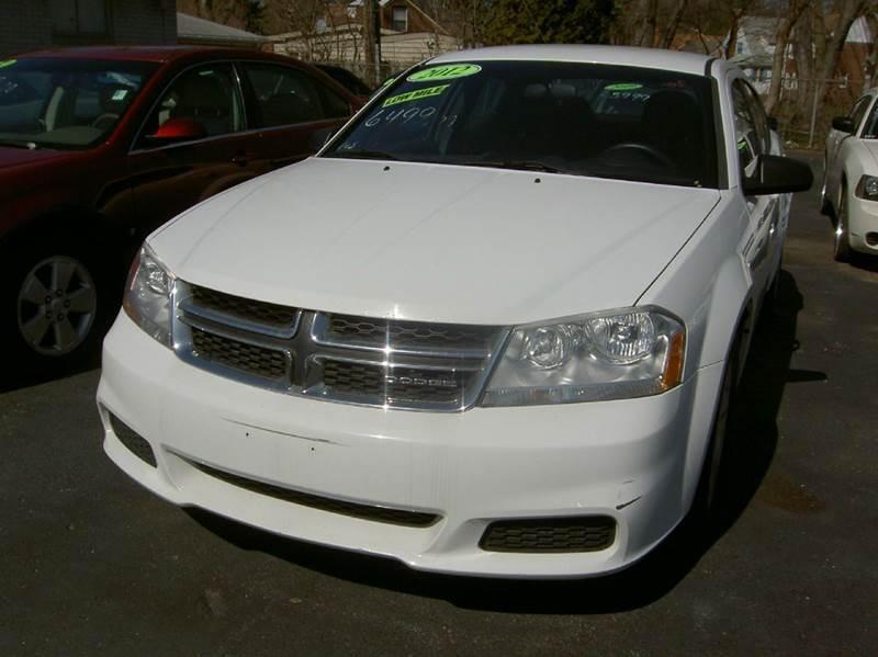 2012 DODGE AVENGER SE 4DR SEDAN white runs and drives like new super clean inside out dont ne