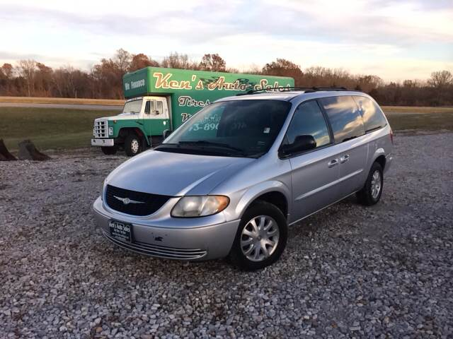2003 Chrysler Town and Country for sale in New Bloomfield MO
