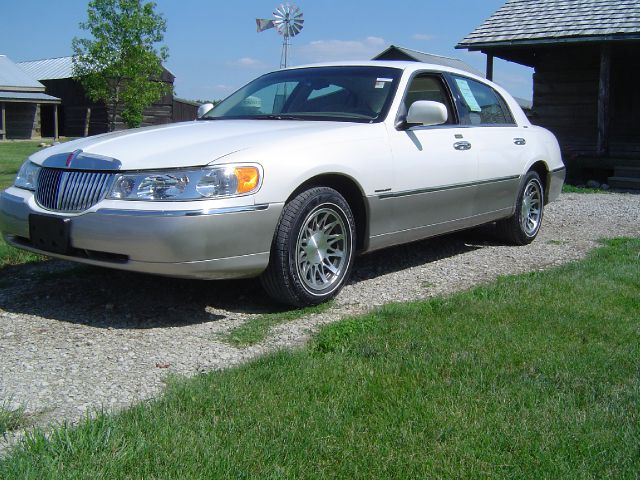 2000 Lincoln Town Car for sale in Orient OH