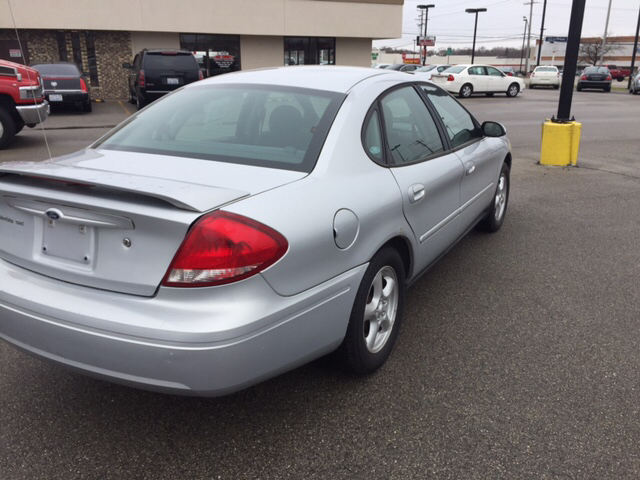 2004 Ford Taurus SE 4dr Sedan - Waukegan IL